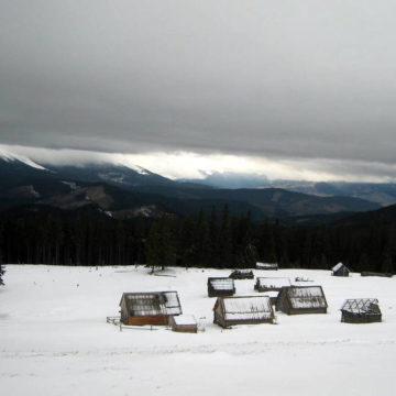 Schnee und Feuer. Fröhliches Wandern in den Karpaten